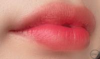 リップブラシで唇に塗った画像